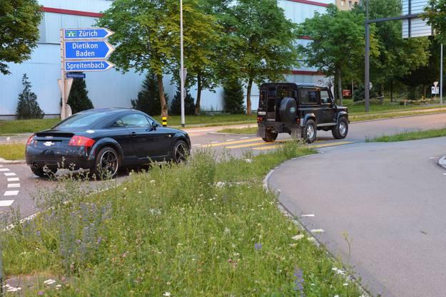 Die Hecktür des Landrovers ging auf und der vierjährige Bub fiel direkt vor den nachfolgenden Audi.