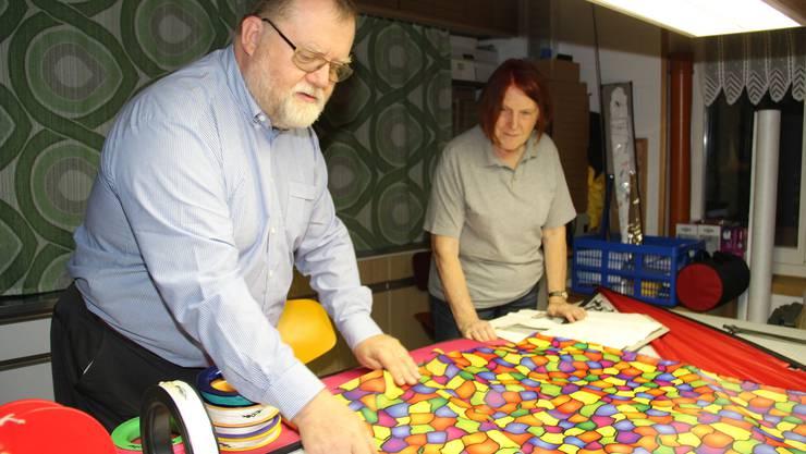 Bernhard und Sybille Leikauf in ihrer Drachenbau-Werkstatt