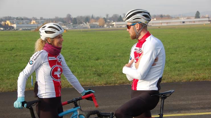 Neff und Flückiger besprechen nach dem Training ausgiebig die Strecke der am 1. und 2. Februar 2020 in Dübendorf stattfindenden Weltmeisterschaft.