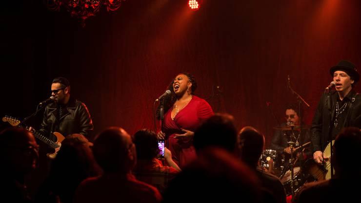 Das Eröffnungskonzert des Lucerne Blues Festivals vor zwei Jahren: Annika Chambers musiziert mit ihrer Band.
