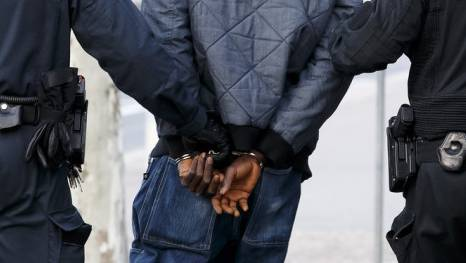 Die Polizei hat einen Verdächtigen festgenommen. (Symbolbild)