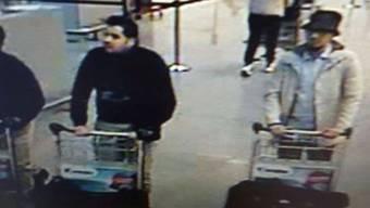 Der Mann mit Hut ist gefasst. Die Brüsseler Staatsanwaltschaft bestätigt die Festnahme des dritten Attentäter am Flughafen Brüssel. (Archiv)