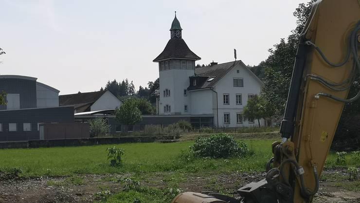 Die «Neue Wohnbau AG» investiert beim alten Glockenturm.