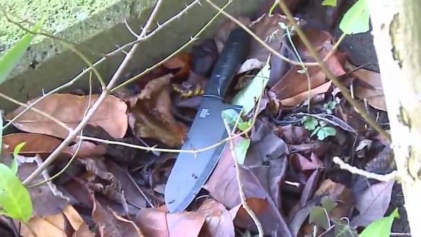 Dieses Messer fand eine Anwohnerin in ihrem Garten.