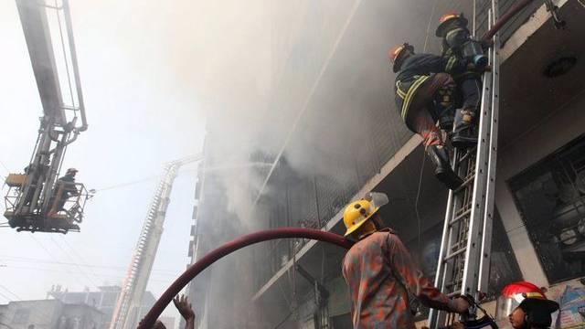 Feuerwehr beim Brand vom Montag im Einsatz