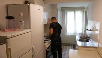 In der kleinen Küche kochen die 14 Asylbewerber selber.