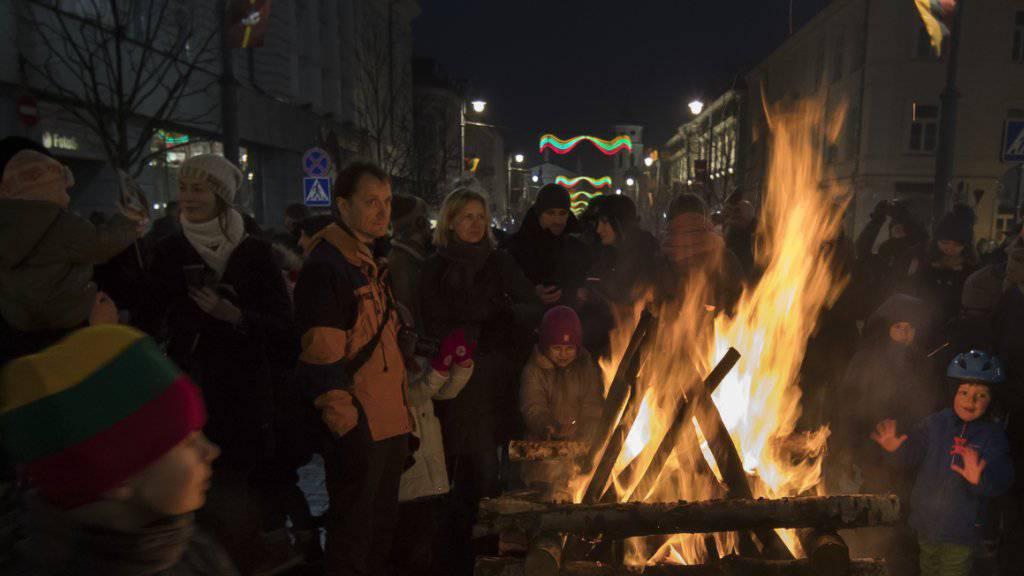 Litauer in Vilnius feiern ihren Unabhängigkeitstag am 16. Februar 2017. Ein litauischer Historiker berichtet, er habe die Originalabschrift der Unabhängigkeitserklärung Litauens aus dem Jahre 1918 wieder entdeckt - im Archiv des Auswärtigen Amts in Berlin.