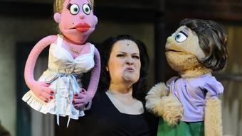 Stefanie Köhm mit den Puppen Kate Monster und Lucy
