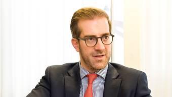 Die Juso fordert den Rücktritt des Erziehungsdirektors Conradin Cramer, falls dieser den Bundesgerichtsentscheid nicht umsetzt. (Archivbild)