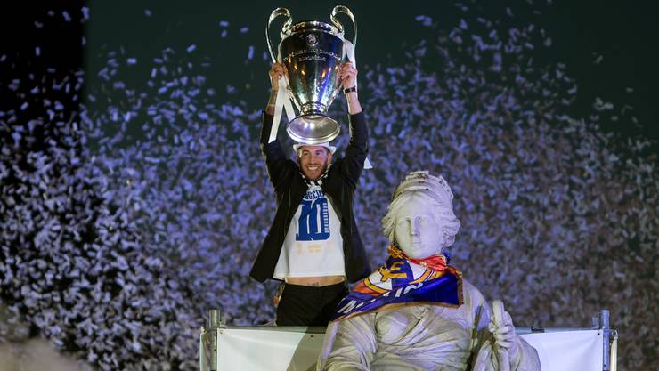 Die Sehnsucht hat endlich ein Ende: Sergio Ramos feiert mit Göttin Cibeles «La Décima» – Real Madrid ist zum 10. Mal Europas bestes Team.