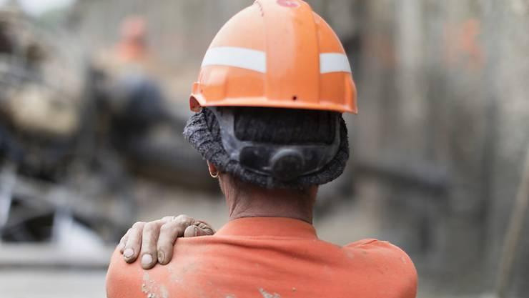 Bauarbeiter gehen am Samstag in Zürich auf die Strasse, um für mehr Lohn und die Rente mit 60 zu kämpfen.