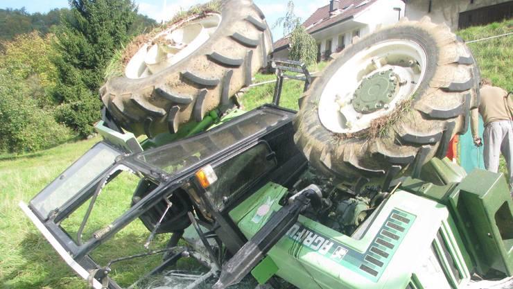 Gefährlich: Immer wieder kommt es zu schweren Unfällen mit Traktoren (Symbolbild).