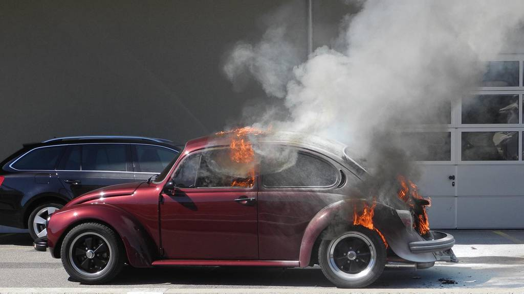 Lachen: Auto in Vollbrand geraten