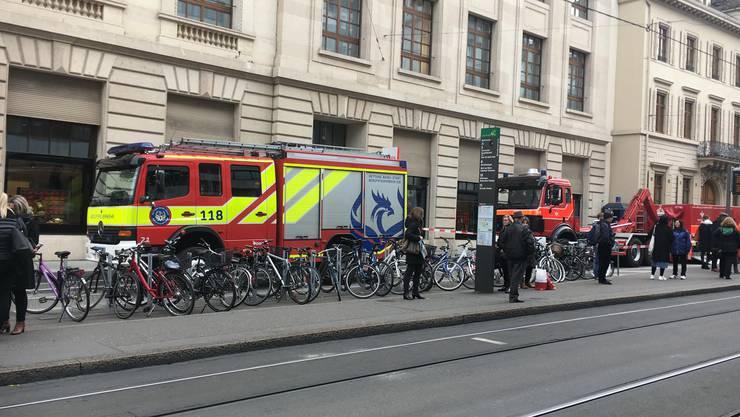 Feuerwehr-Einsatz vor der UBS am Bankverein.
