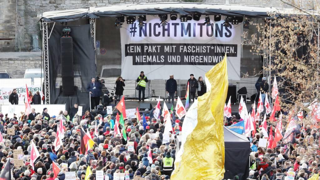 Demonstration in Erfurt gegen die Wahl des FDP-Politikers Kemmerich zum Thüringer Ministerpräsidenten mit Stimmern der AfD.