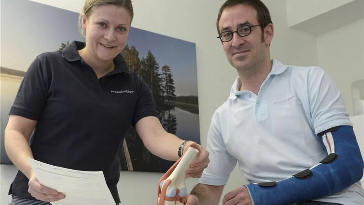 Hausarzt ist ihre Berufung – trotzdem wollen Kristina und Marc Stöckli nicht nur arbeiten. Wobei für ihn Überlastung derzeit kein Thema ist: Er muss nach einer Ellbogen-Operation zwangspausieren.