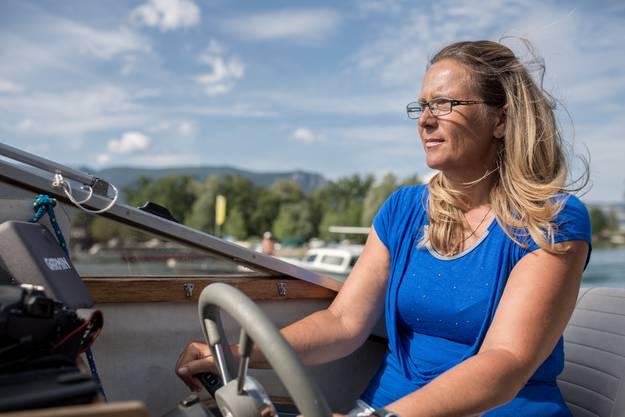 Susi Burkhard-Lehmann am Steuer.