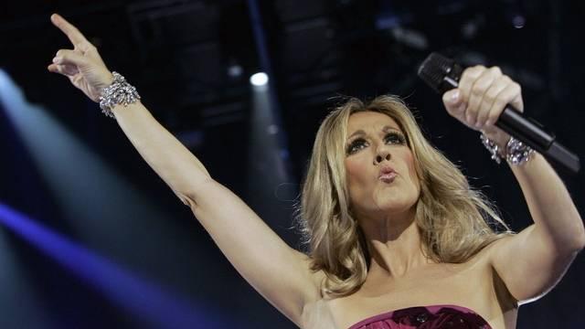 Céline Dion 2008 bei einem Konzert in Paris