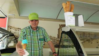 Peter Hug in seiner mobilen Gelateria.