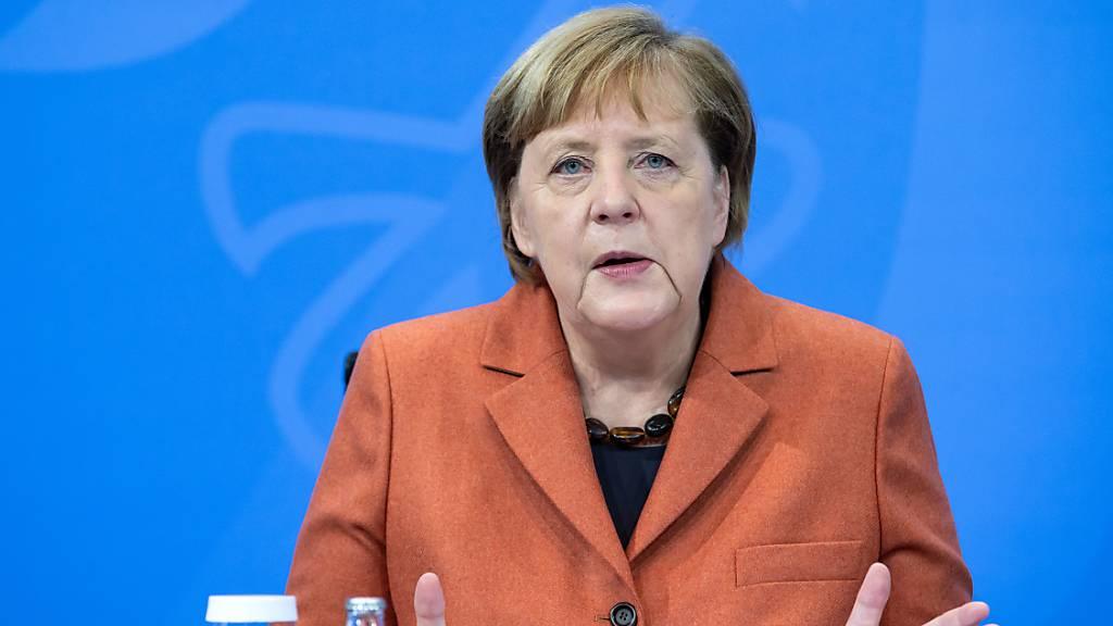 Bundeskanzlerin Angela Merkel (CDU) äußert sich nach der Schaltkonferenz von ihr mit den Ministerpräsidenten der Länder bei einer Pressekonferenz im Bundeskanzleramt zum weiteren Vorgehen in der Corona-Krise. Foto: Bernd von Jutrczenka/dpa-Pool/dpa