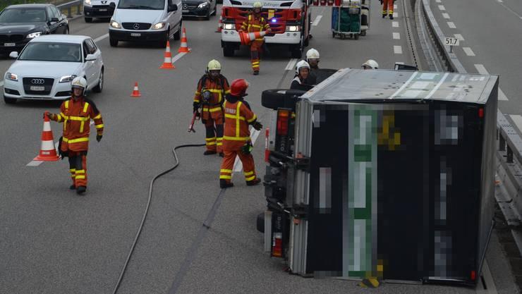 Auf die Seite gekippt: Auch die Feuerwehr war im Einsatz