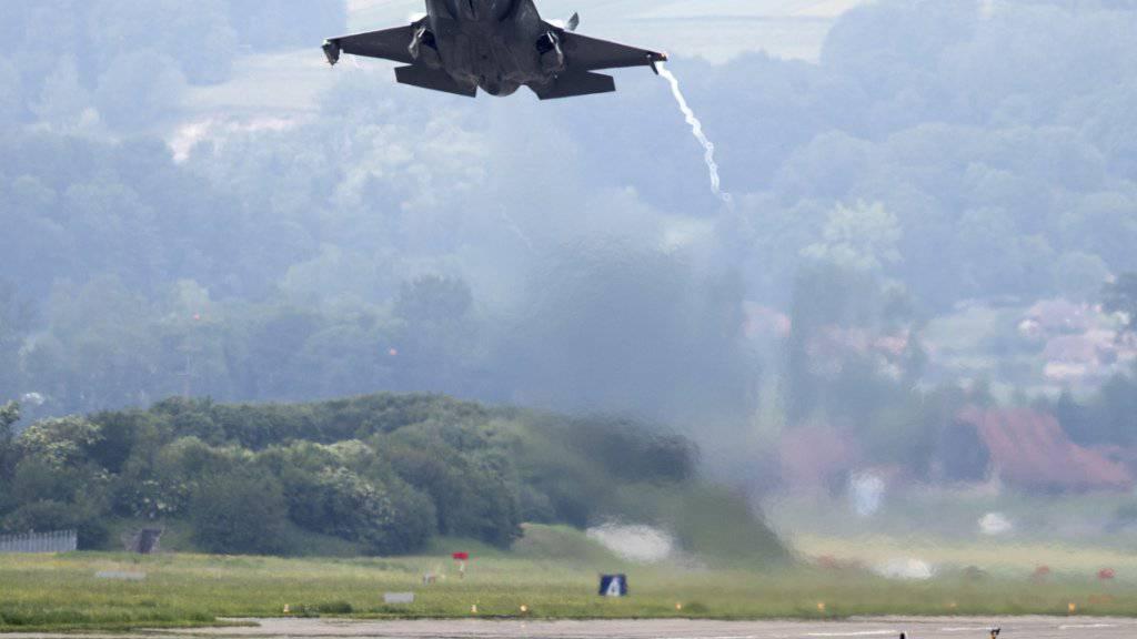 Der Bundesrat will bis zu 6 Milliarden Franken für neue Kampfjets ausgeben. Immer noch im Rennen ist das Tarnkappenkampfflugzeug F-35. (Archivbild)
