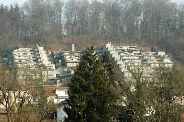 Die Wohnanlage Mühlehalde in Umiken wurde bereits 1958 in einer Ausstellung als «utopisches Regionalmodell Brugg 2000» vom Team 2000 propagiert, und kurz darauf in drei Bauetappen von 1963 bis 1971 erbaut.