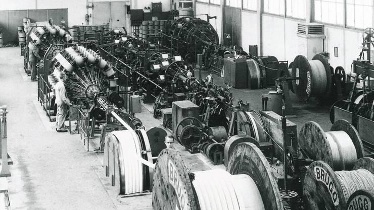 Der Blick auf die Telefonkabel-Verseilmaschine im Jahr 1949.