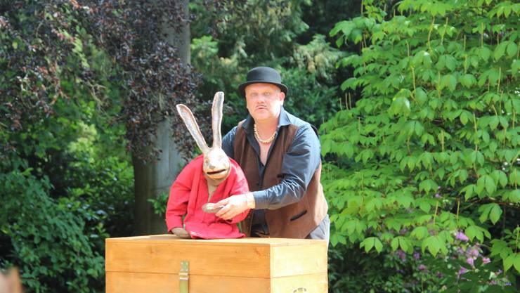 Sven Mathiasen und sein Hase in Aktion