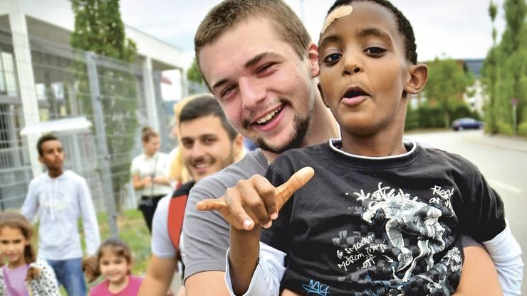 rund 190 Freiwillige setzen sich beim Aargauer Jugendrotkreuz für mehr Menschlichkeit im Aargau ein.