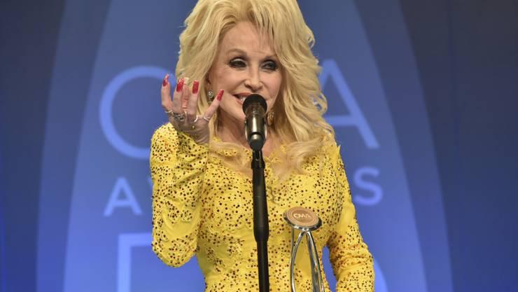 Country-Legende Dolly Parton hat den Country Award für ihr Lebenswerk erhalten.