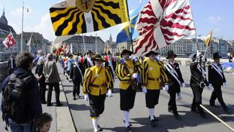 Vorwärts Marsch: Aufnahme des 750-Jahr-Jubiläums der vier Zuenfte zu Schneidern, zu Gartnern, zum Goldenen Sternen und zum Himmel.