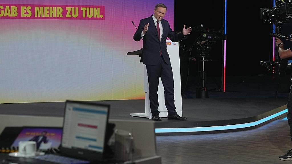 Christian Lindner, Fraktionsvorsitzender und Parteivorsitzender der FDP, spricht beim Bundesparteitag der FDP. Der dreitägige Parteitag wird Coronabedingt ohne Delegierte vor Ort in digitaler Form durchgeführt. Foto: Michael Kappeler/dpa
