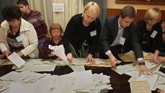 Wahlbüro in Kiew: in fünf Wahlkreisen wurden die Ergebnisse für ungültig erklärt (Symbolbild)
