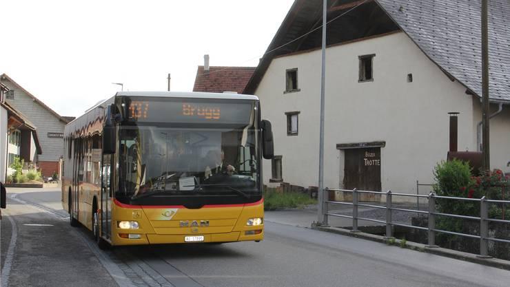 Die Postautohaltestelle an der Oberdorfstrasse ist momentan ein Provisorium.cm