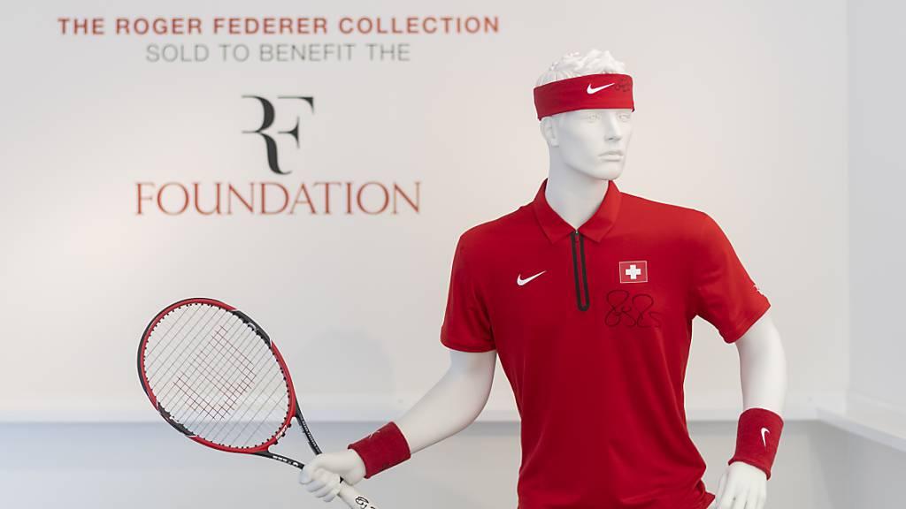 Tennis-Utensilien von Roger Federer werden versteigert