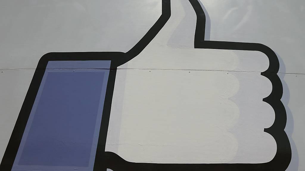 «Schwiizerdütsch» als Sprachoption bei Facebook zu Nationalfeiertag