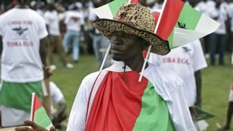 Anhänger des amtierenden Staatschefs Pierre Nkurunziza in Burundis Hauptstadt Bujumbura bei einer Veranstaltung im Vorfeld des umstrittenen Verfassungsreferendums. (Archiv)