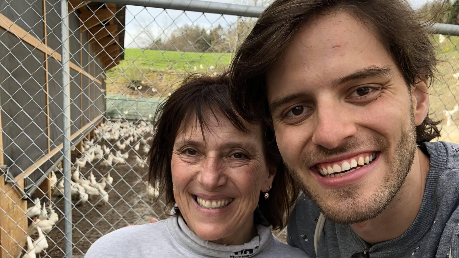 Jeanette Wüst ist Bäuerin in Kloten. Auf ihrem Hof leben über 9000 Freilandhühner und 8 Kühe. (© Radio 24)