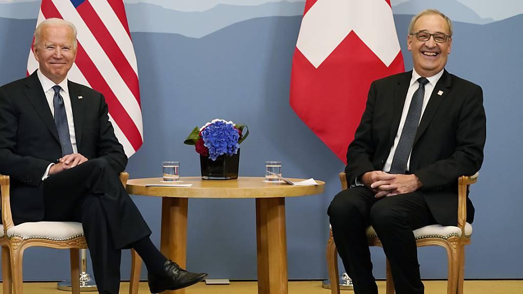 Schweiz weibelt für Handelsabkommen, Biden für Kampfjets