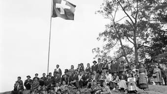 Tibetische Flüchtlinge besuchen 1964 das Rütli.