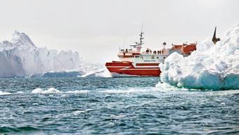 Das Küstenschiff Sarfaq Ittuk durchquert den Eisfjord Ilulissat an der Westküste Grönlands. Wer hier vorwärtskommen will, ist auf das Schiff angewiesen.