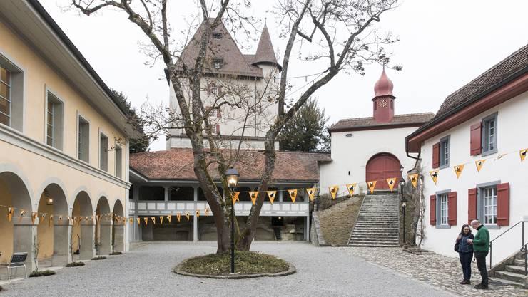 Das Schloss Liebegg befindet sich auf einem 70 Meter hohen Felsvorsprung über dem Wynental.