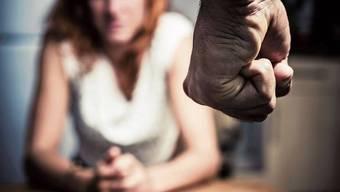 Häusliche Gewalt: Immer wieder kommt das vor, nur wenige Frauen trauen sich, den Partner anzuzeigen. (Symbolbild)