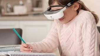 Die Brille sei das Ergebnis von mehr als zehn Jahren Forschung und Entwicklung, heisst es in der Medienmitteilung der Firma eSight.