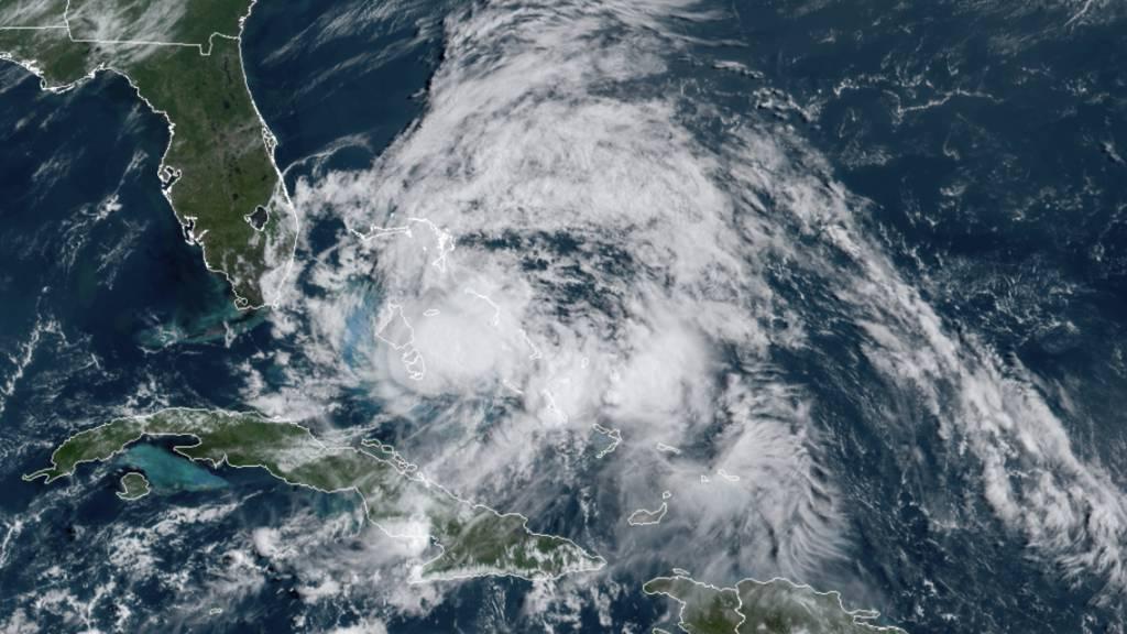 Wirbelsturm «Isaias» hat wieder Hurrikan-Stärke