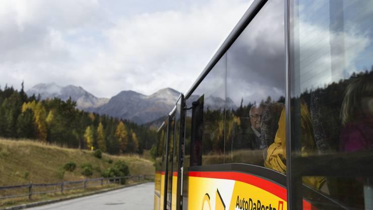 Reporter Fabio Vonarburg begab sich auf eine viertägige Bus-Odyssee quer durch die Schweiz.