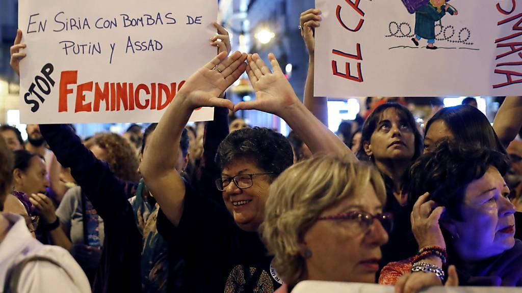 Landesweite Kundgebungen prangern Gewalt gegen Frauen an