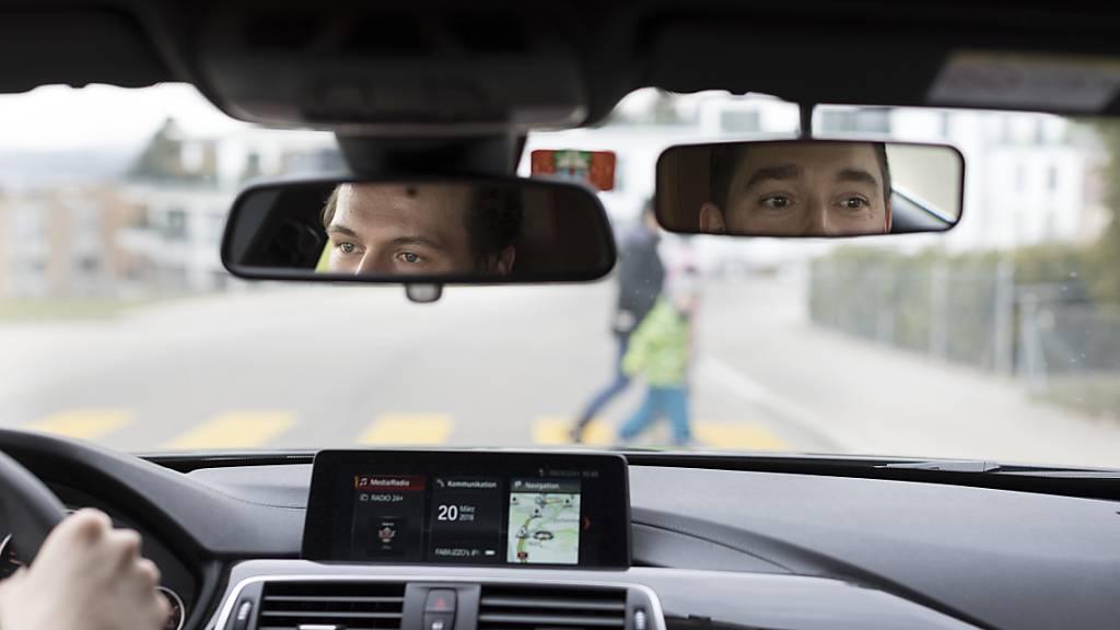 Waadtländer Ermittler überwachten mutmassliche Drogendealer durch die Installation von GPS-Sendern und Mikrofonen, die sie in ihren Autos installiert  hatten. Die dabei im Ausland gesammelten Beweise müssen auf Anordnung des Bundesgerichts nun vernichtet werden. (Symbolbild)