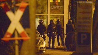 Polizisten stürmen Imbiss-Bude und nimmt Geiselnehmer fest